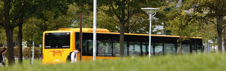 Bild på buss i trafik.